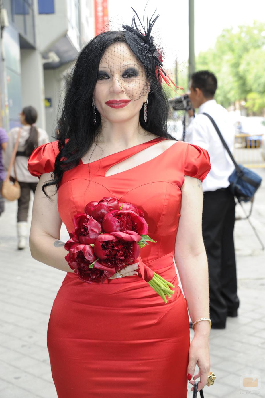 Vestido rojo en el metro - 3 9
